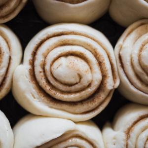 はじめてでも失敗知らず!発酵なし&時短&簡単!フライパンで作る手作りパン!