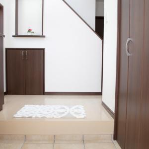 急な来客に慌ててない?「玄関が汚すぎる…!」読者100人に聞いた「玄関をきれいにしておくコツ」3選