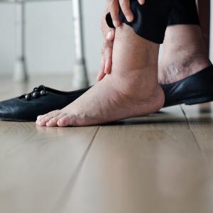 「最近脚がだるくて重い…」それは梅雨のせい!?スッキリ脚になれるカンタン&おいしいむくみ解消レシピ【栄養士監修】