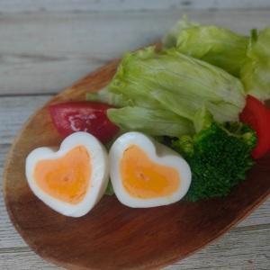 こんなに可愛いゆで卵見たことない!型を使わないでも簡単!おうちにあるもので作れる「ハートのゆでたまご」