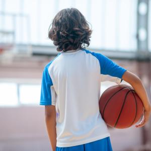 「息子がスポーツウエアしか着ません。お出かけコーデはどうすれば」人気スタイリスト山本あきこさんに聞くおしゃれに見えるポイントは?