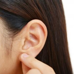 顔のたるみの意外な原因は「耳」!?スキマ時間たった3分「耳ほぐし」でスッキリ顔に!