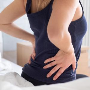 """「在宅ワークで腰痛が悪化してツライ…」あなたもやっているかも!""""腰痛を悪化させる3つのNG習慣"""""""