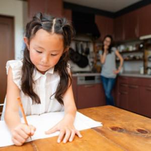 """子どもにリビング学習させても勉強が捗らない意外な原因は""""ママとパパ""""なワケ【教育のプロ、矢萩邦彦先生に聞く】"""