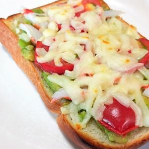 """朝は「冷凍庫から出して焼く」だけ!チーズがとろけてたまらない""""アボカドチーズ冷凍トースト""""レシピ"""