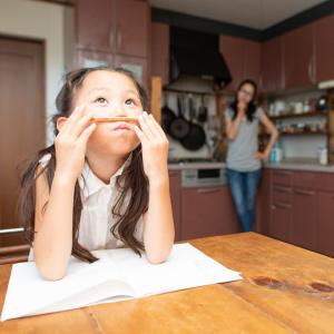 """「夏休みの宿題やりなさい」はNG!子どものやる気を引き出す""""親がすべき4つのポイント"""""""