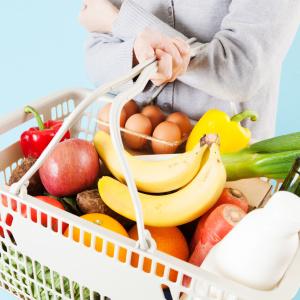 「うちは食費が高い」と感じる時に今すぐ確認すべき【4つのポイント】4人家族の食費の平均はいくら?