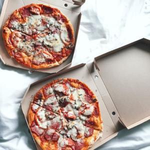"""かさばる食べ終わった「ピザの箱」を3分の1サイズに""""劇的に小さくする方法"""""""