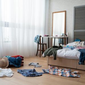 帰宅後そのままカバンを床に置いてない?床置きのモノをなくして部屋をスッキリさせる3つのアイデア#整理収納アドバイザー直伝