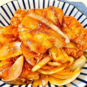帰りが遅くなった日は…。フライパン焼くだけ!10分で完成「鶏モモ肉と玉ねぎのケチャップソテー」