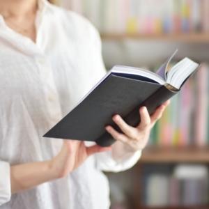 紙の書籍が好きな人必見!本棚が無くてもつくれる「おうち図書館」のススメ