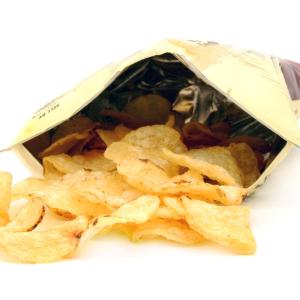 【超絶使える裏ワザ】クリップがなくても袋の口をしっかり閉じられる方法