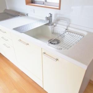 キッチンの「シンク下収納」が一気に使いやすくなる3つのステップ【気になるBefore Afterも!】