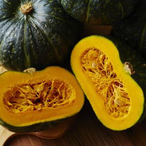 煮物に飽きたら…「かぼちゃ」と「トマト缶」で!鍋に入れて煮るだけで作れる主役級のホクホクおかず