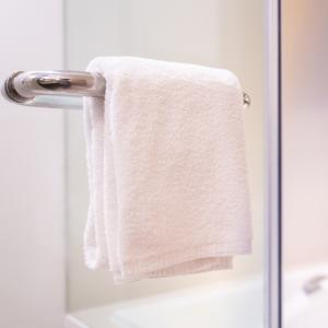 洗面台の手拭きタオルいつ交換したっけ…。交換のタイミングに迷わなくなる「場所」「時間」「色」の3つのルール