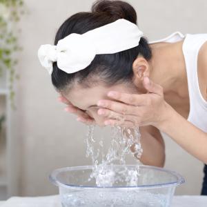 知っておきたい「正しい朝の洗顔方法」。洗顔料を使った方がいいの?水・湯だけでいいの?