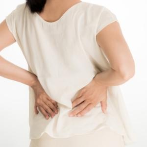 たった1分でガチガチ背中が変わる!腰痛改善エクササイズ【動画付き】