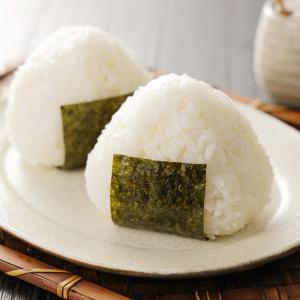 おにぎりまだラップで作ってる?キッチンにあるモノで「決してお米がつかない」おにぎりの作り方