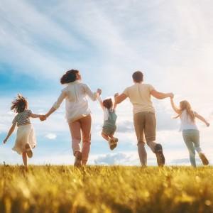 孤独は親から「ゆとり」を奪っていく。子どもへの関わりが深い人の「ゆとり」ほど奪ってはいけない。