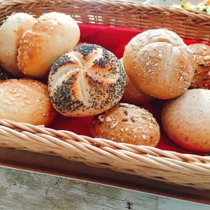 たった2分で【本格焼きたてパン】が出来る!【業務スーパー】の冷凍ホテルブレッドが忙しい朝にオススメ♡
