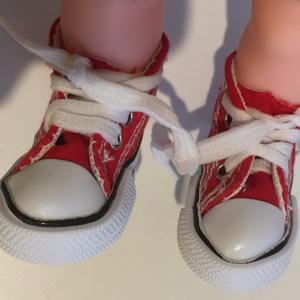【新事実】100均のコンバース風キーホルダーがメルちゃんの足にぴったり♡