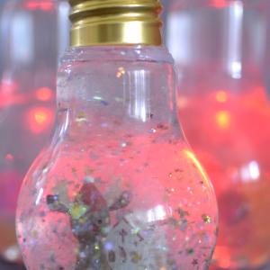 100均アイテムで! キャンドゥの電球ボトルで作るスノードームが幻想的でステキ♡