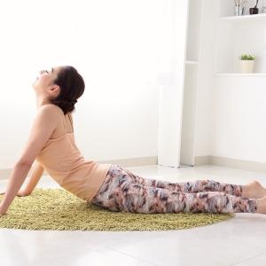 下腹をへこましてくびれを作る簡単10秒ストレッチ