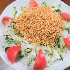 ダイエットにも!夏野菜てんこ盛りな「パリパリ麺サラダ」は火を使わず超簡単!