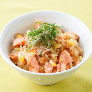 入れて炊くだけ♪炊飯器で作る「紅鮭とポン酢の炊き込みご飯」がやみつきになるウマさ!