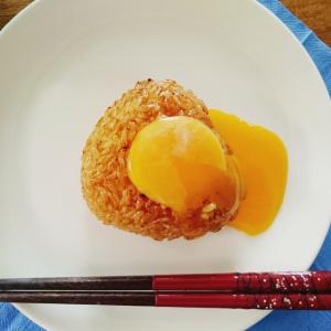 【Twitterで話題!】焼きおにぎりのとろ~り卵黄がけが神的な美味しさ♡