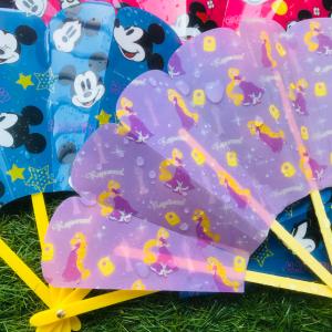 【セリア】防水加工が◎ ディズニーの扇子がレジャーシーンに大活躍!