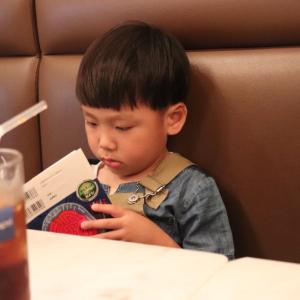【私の実体験】子どもが自然と本を好きになる3つの方法
