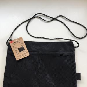 【ダイソー】サコッシュが100均に登場♡ 長財布もすっぽり入る収納力